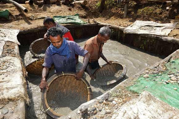 Nachhaltige_Eheringe - Goldwäscher-in-Peru.jpg
