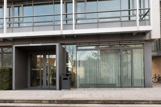 Das Standesamt Pasing in München mit modernem Trausaal